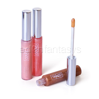 This trio of creamy and delectably flavoured lip gloss will nourish and hydrate lips giving you a wash of colour and loads of shine.